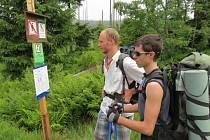 Němečtí turisté na hraničním přechodu Modrý sloup.