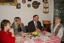Hildě Urbanové přišlo pogratulovat i vedení vimperské radnice.