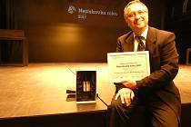Robert Huneš převzal cenu za nejvíce hlasů v ceně veřejnosti Neziskovka roku 2017.