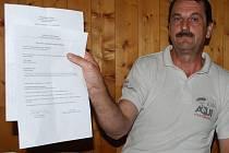Karel Beránek dokládá, že kandidátka Věcí veřejných ve Vimperku byla opatřena razítkem strany a podpisem. Vedení strany však netuší, jak se razítko na listinu dostalo.