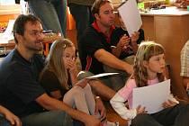 První den ve škole, prvňáčci ukazovali rodičům, co dovedou.