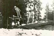Skoky na lyžích už jsou na Zadově minulostí, můstek teď čeká nové využití.