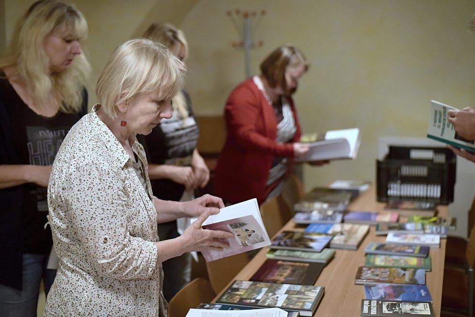 Porota Šumavy Litery si vyzvedla knihy, které ohodnotí a jedné z nich udělí Cenu Johanna Steinbrenera.