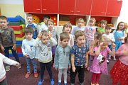 Mikuláš s družinou zavítal za dětmi v MŠ v Zahradní ulici v Prachaticích.