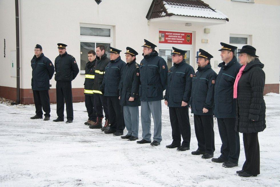 Předání nové techniky ve Vimperku byli přítomni jak zástupci prachatického územního odboru HZS, tak i ředitelé územních odborů z Jindřichova Hradce, Strakonic a Českého Krumlova.