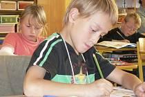 MÉNĚ UČENÍ, VÍCE PŘEMÝŠLENÍ. Od nového školního roku by měly děti více rozvíjet praktické zkušenosti.