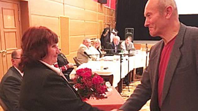 Věře Vávrové k jejímu úspěchu gratuloval i starosta Vimperka Pavel Dvořák.
