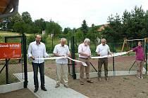 Nové hřiště otevřelo město Prachatice v osadě Oseky.