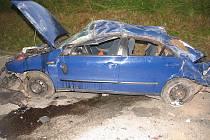 Ani jeden z cestujících ve vozidle, které bylo při nehodě totálně zničené, nebyl připoután.