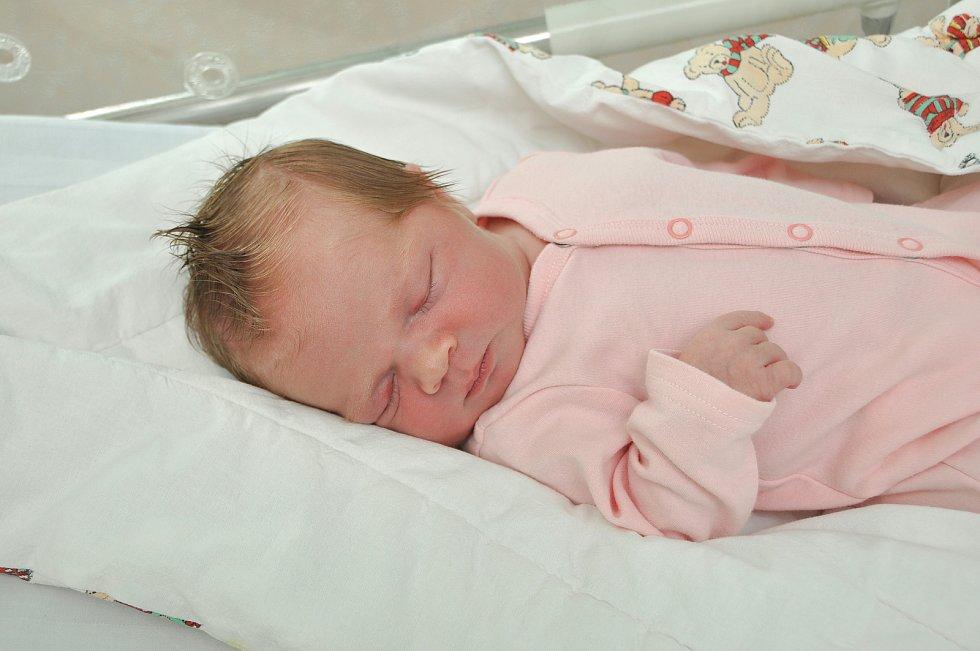 STELLA HANA PURMENSKÁ, STACHY – MICHALOV. Narodila se v neděli 21. července ve 14 hodin a 50 minut ve strakonické porodnici. Vážila 3980 gramů. Má brášku Ignáce (2 roky). Rodiče: Michal a Kateřina.