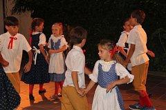Noční koncert na dvorku Základní umělecké školy v Prachaticích.