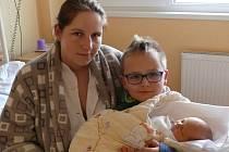 Sofie Cmuntová se narodila v prachatické porodnici 4. ledna v 21.05 hodin. Vážila 3,30 kg a měřila 51 cm. Doma v Husinci na malou Sofii a maminku Lenku čeká tatínek Zdenek a sourozenci Valentýna a Dominik. Fotografování si nenechal ujít kamarád Luboš.