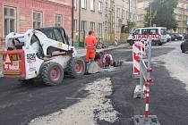 Ve středu bude firma Strabag asfaltovat Družstevní ulici v Prachaticích. Na celý den bude doprava v centru Prachatic komplikovaná.