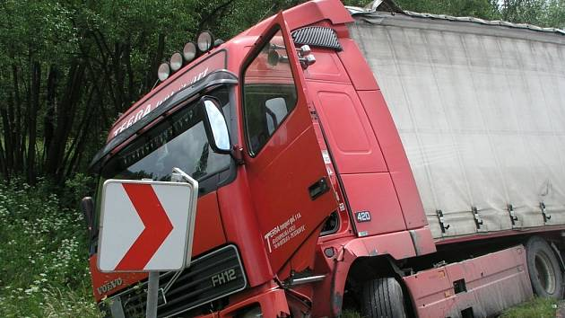 Hasiči vyjíždeli k nahlášené dopravní nehodě kamionu. Na místě nebyl nikdo zraněn. Ilustrační foto.