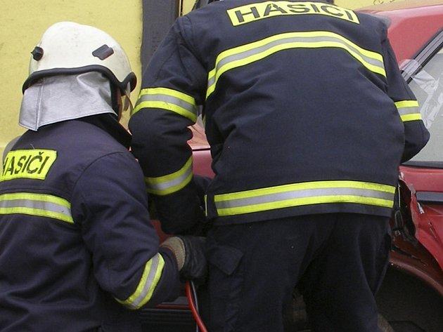Hasiči zasahovali při dopravní nehodě dvou osobních automobilů. Ilustrační foto.