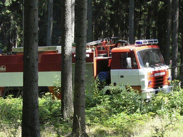 Hasiči vyjížděli k dopravní nehodě osobního automobilu Škoda Octavia, která se stala na silnici k Oboře. Ilustrační foto.