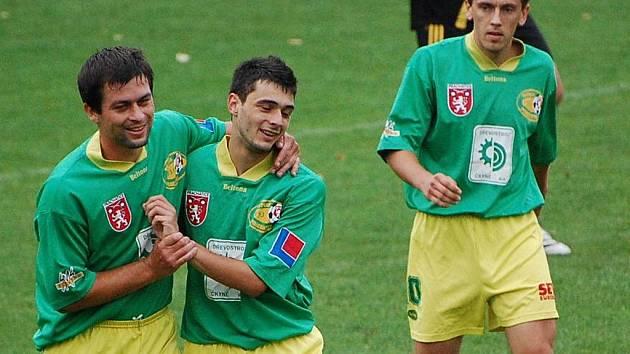 Fotbalisté Tatranu se radují z vítězství.
