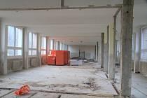 Práce na nových prostorech pro prachatickou Dřípatku pokračují.