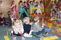 Jak vypadá jeden den v Mateřské školce Skalka v Prachaticích.
