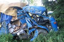 TRAGÉDIE. V přímém úseku jízdy vyjel plynule mimo vozovku u Velkého Boru řidič nákladní Avie. Na následky zranění zemřel po převozu do českobudějovické nemocnice.