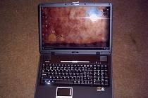 Policisté pátrají po pachateli, který z prodejny elektro okolo čtvrté hodiny odpoledne drze ukradl přenosný počítač. Ilustrační foto.