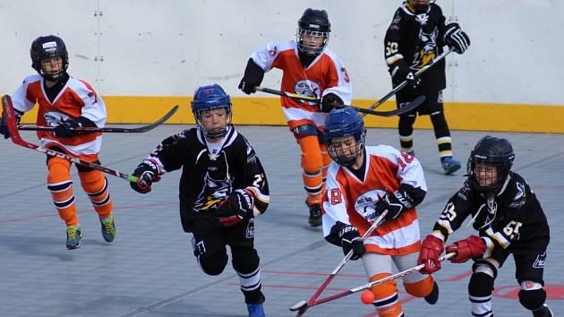 Hokejbalový turnaj přípravek v Prachaticích.