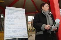 Štěpánčin park v Prachaticích by měl doznat změn. Jak velké a zásadní budou, o tom diskutovalyi minulý týden přímo na místě samém obyvatelé Prachatic s vedením města.