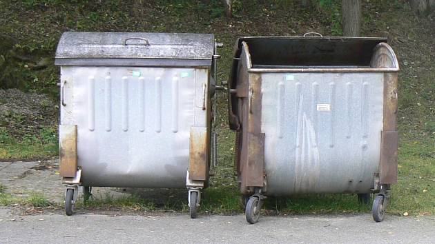 V Národní ulici překážel osobní automobil Renault vývozu nádob. Ilustrační foto.