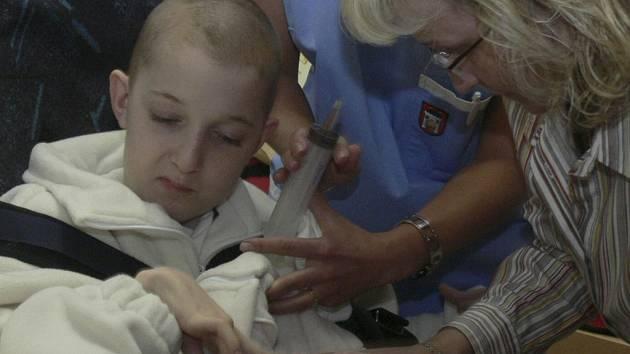 PRVNÍ KLIENT JE FILÍPEK. S maminkou je od neděle na rehabilitačním pobytu na novém nemocničním oddělení Filip Němec z Cizkrajova. Stráví zde asi dva týdny.
