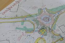 Nový návrh dopravního řešení počítá s krughovou křižovatkou.
