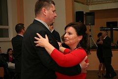 V sedmi lekcích se pod vedením lektorů Martina Slobodníka a Radky Karvánkové naučily páry základům standardních a vybraných latinskoamerických tanců. Své nově získané taneční zkušenosti předvedli všichni na závěrečném věnečku.