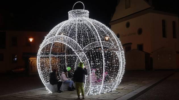 Volarské náměstí s vánoční atmosférou.