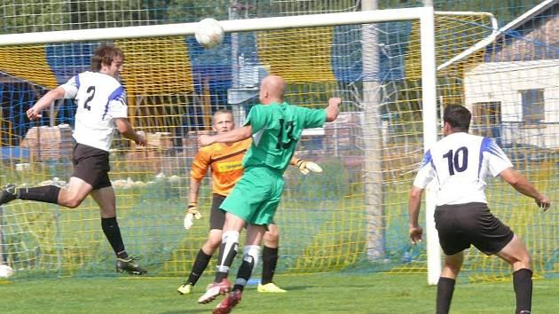 Záblatí (zelené dresy) doma znovu dostalo čtyři góly.