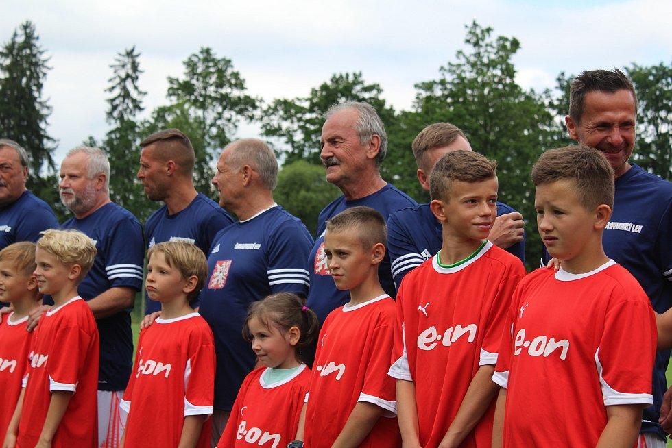 Do Strunkovic se sjíždějí skvělí fotbalisté i fotbaloví trenéři.
