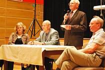 Den seniorů se před čtyřmi lety dostal i do Vimperka. Od té doby se v sále zdejšího kulturního střediska každoročně koná malá oslava spojená jak s účastí vedení radnice, tak s kulturním programem.