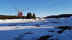 Pro zraněnou ženu letěl na Kvildu vrtulník.
