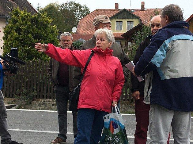 Ludmila Strapková, jedna zobyvatelek sousedního bytového domu vLenoře.