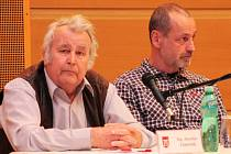 Jaroslav Zámečník (vlevo) rezignoval na mandát v zastupitelstvu města Vimperk. V novém volebním období usedl vedle Luboše Drenčeniho (vpravo), ten složil mandát v zastupitelstvu v polovině dubna letošního roku. Jaroslava Zámečníka má vystřídat Jan Koller.