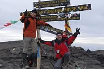 Ivo Grabmüller (vlevo) odstartoval svou horolezeckou kariéru v lednu roku 2009 výstupem na Kilimandžáro.