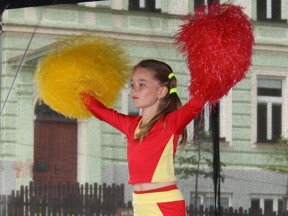 V úvodním bloku soutěžících se s jediným akrobatickým číslem představila teprve sedmiletá Natálie Uhříčková.