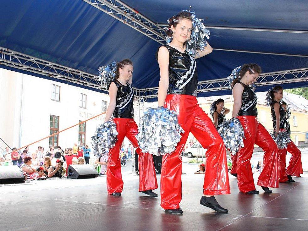Také vimperské mažoretky nasadily do soutěže více želízek. Posledním byly seniorky skupiny Klapeto.