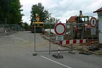 Kvůli stavbě Domova matky Vojtěchy je uzavřena Hradební ulice v Prachaticích.