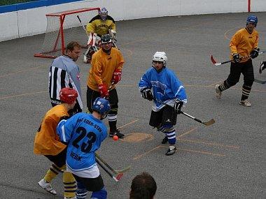Hokejbalový turnaj v Žernovicích ovládli domácí.