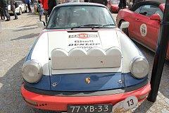 Závod historických aut měl v sobotu zastávku ve Volarech.