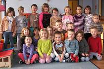 Předškoláci z mateřské školky v Bušanovicích jsou vždy připravení, příchozím kdykoli zazpívají oblíbenou písničku.