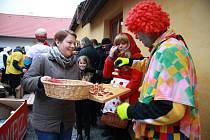 Masopust v Chlumanech začal v sobotu 14. února 2015 jako vždy v chlumanské hospodě. Odtud se průvod vydal po vsi a jako obvykle, byl plný netradičních i klasičtějších masek.