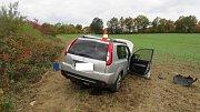 Šofér Nissanu X-Trail nezvládl řízení u Vitějovic a skončil ve čtvrtek 12. října v poli.