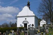 Kaple na volarském hřbitově zasvěcená patronovi hasičů by se mohla v letošním roce dočkat dalších oprav. Volarští na ně žádají příspěvek z grantu Jihočeského kraje. Podobná šance ale u kaple v Krejčovicích není.