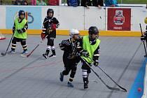 V Prachaticích se hraje hokejbalový turnaj přípravek a děvčat.