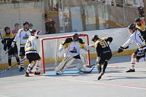 První hokejbalová liga: Prachatice - Suchdol 1:6.